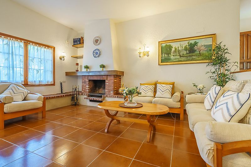 Exclusive house with garden in the beautiful Tamariu cove s, in Costa Brava s heart.