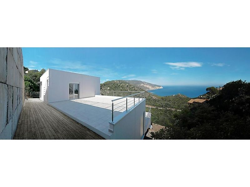 MODERN HOUSE WITH SEA VIEW, ENERGETICALLY EFFICIENT.