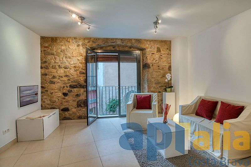 Renovated apartment located in the Plaza Mayor de Calonge