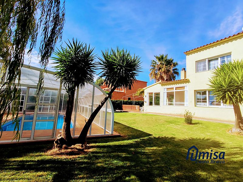 House with indoor pool in Mont-ras / Palafrugell