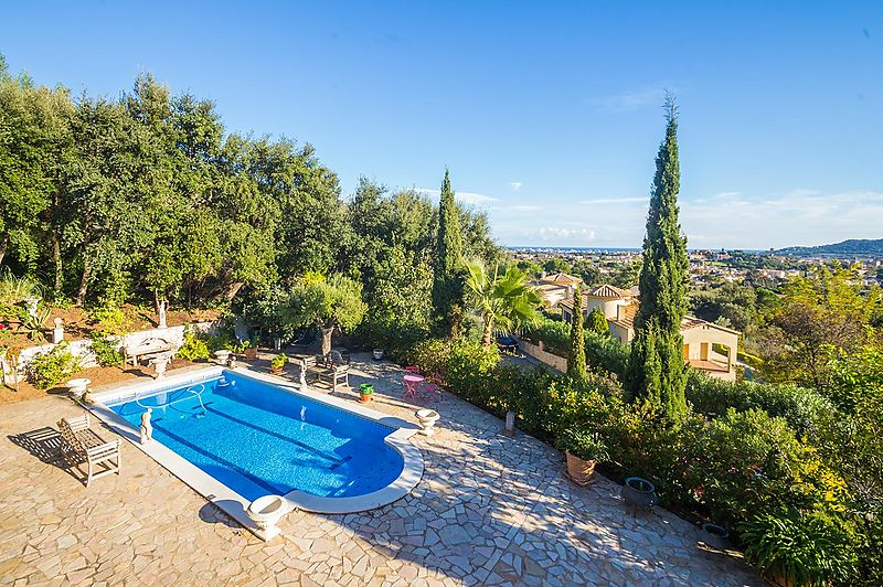 Lovely villa near to the centre of Calonge with beautiful sea views