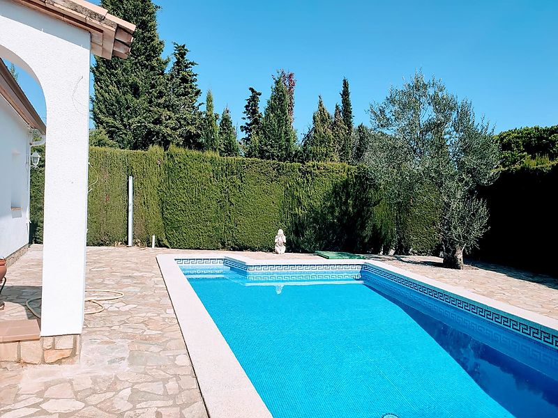 House with pool and just 3 km from the beach on the Costa Brava.